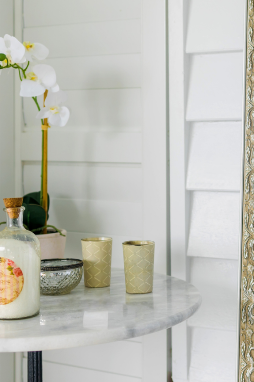 9 Dazzling Mirror Decorating Ideas To Try & Mistakes To Avoid