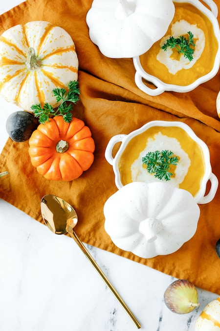 How to set a Thanksgiving table cute pumpkin dishes