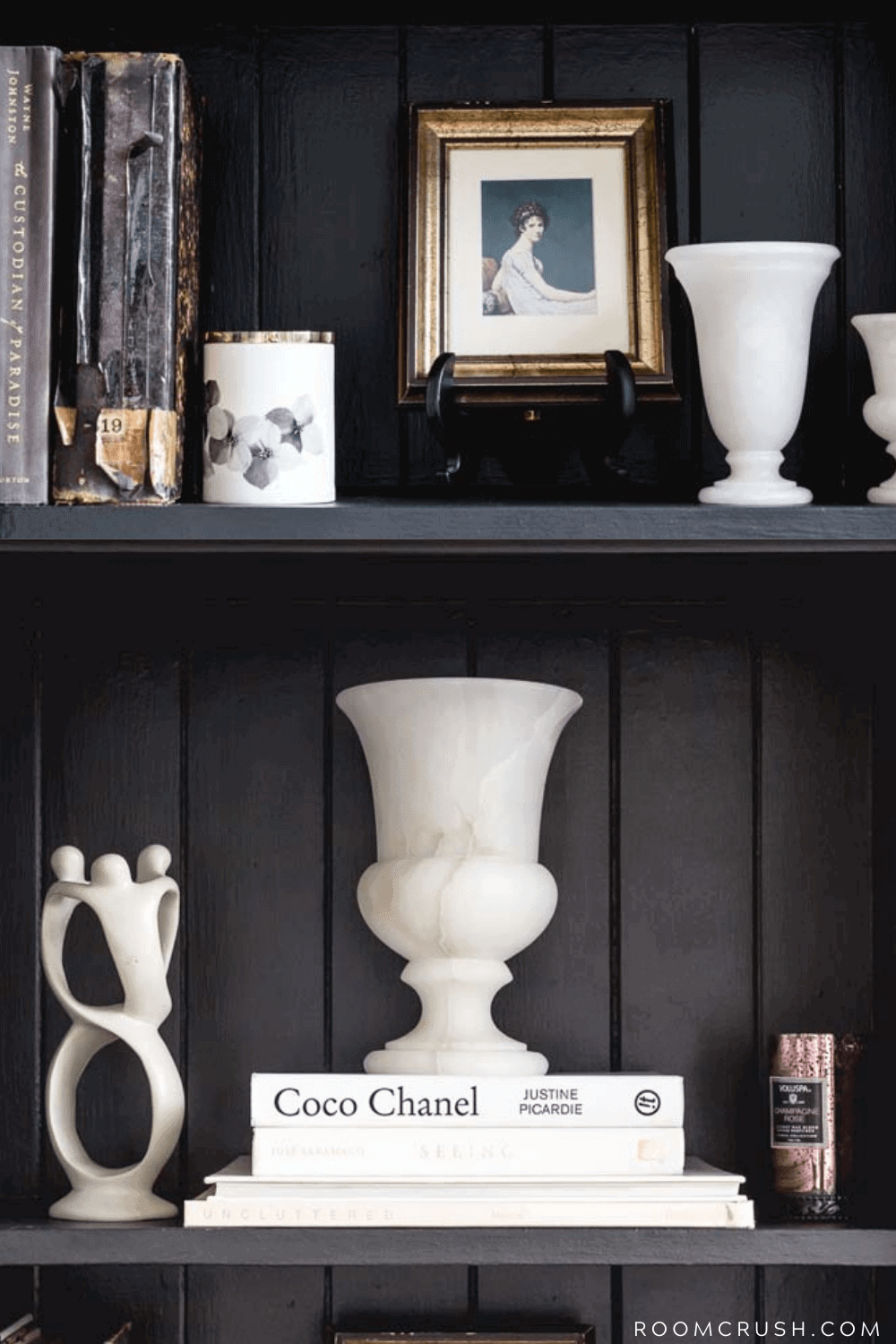 how to style a moody bookshelf_black paint